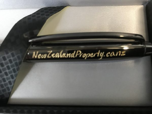 Hand Engraved Pen (in presentation box)
